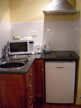 Clifftop Accommodation: kitchen