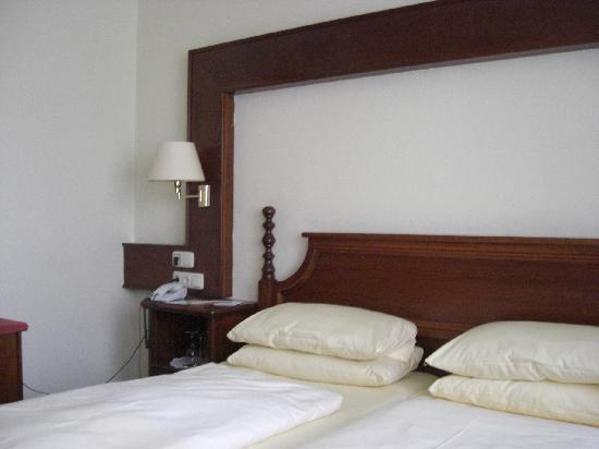 König Ludwig II: bedroom, view 1