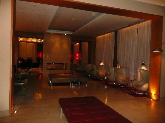 725 Continental Hotel: Hall