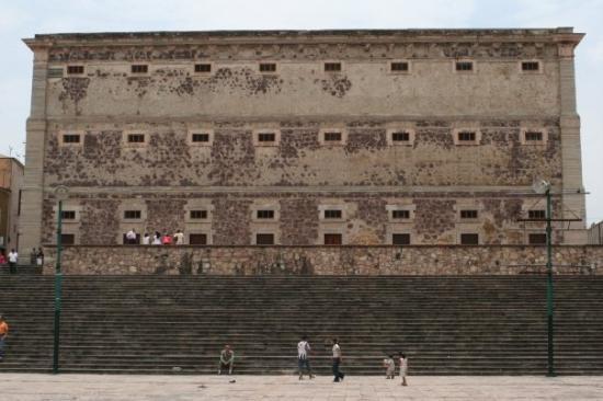 Alhondiga de Granaditas: Guanajuato: Alhondiga... lots of people were killed here.