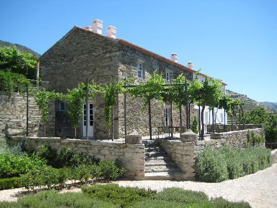 Romaneira - Quinta dos Sonhos: One of the buildings... we had a candlelit dinner under the arbor one night