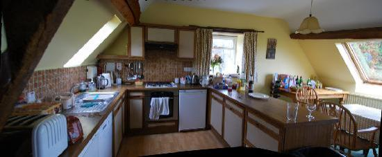 Luckley Holiday Cottages: the granary kitchen