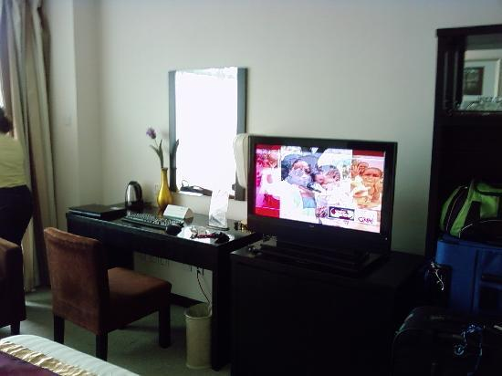Jiuhua Resort & Convention Center: TV / Desk