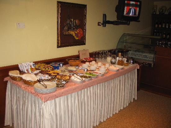 Hotel Arber: breakfast buffet.
