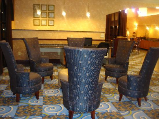 Comfort Suites Smyrna: lobby with club lounge seating
