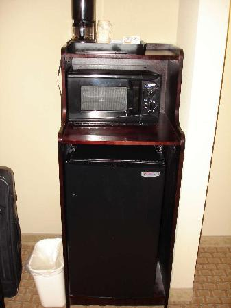 Holiday Inn Express & Suites Mobile West - I-65: fridge and microwave