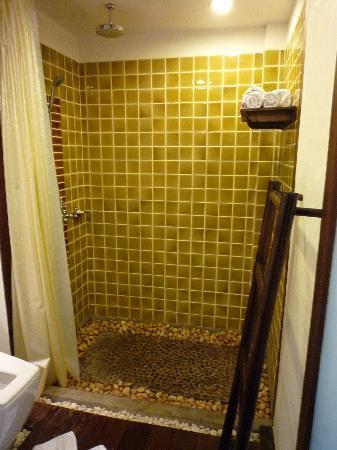Yantarasiri Resort: bath room