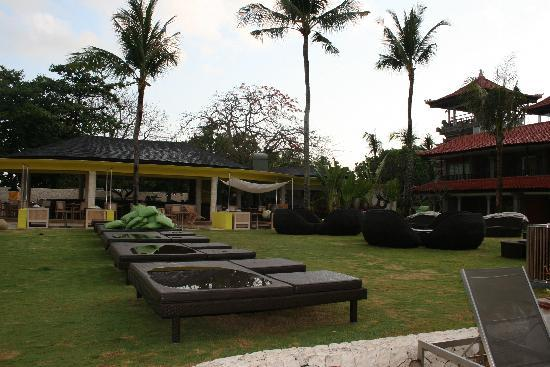 Holiday Inn Resort Baruna Bali: day beds