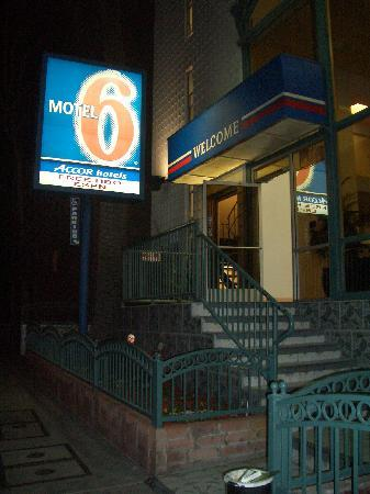 Motel 6 Los Angeles - Hollywood: I will never come back