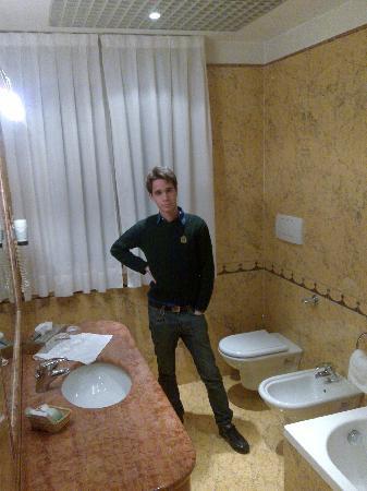 Абано-Терме, Италия: Il bagno a cinque stelle (penso che finita la ristrutturazione di tutti i settori quest'hotel si