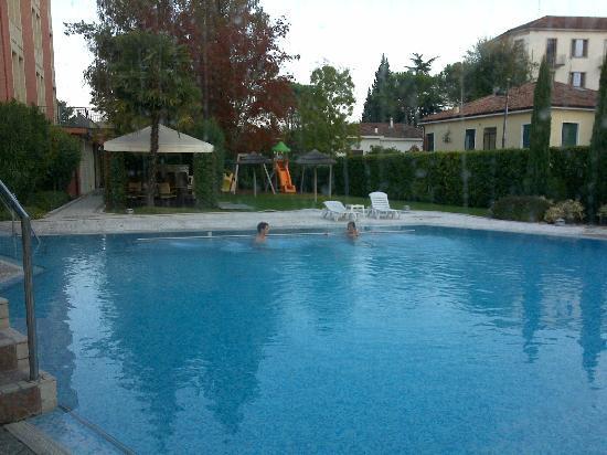 Абано-Терме, Италия: Piscina fuori