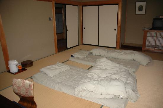 Ryori Ryokan Komakusa: beds after waking up the next morning