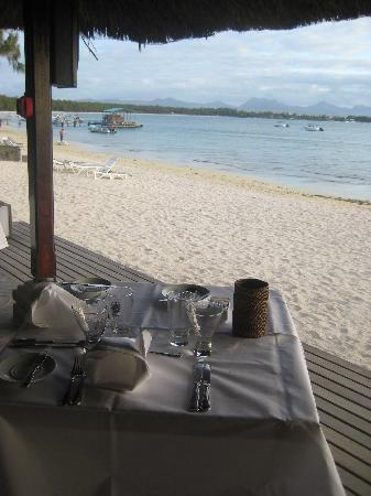 Club Med La Pointe aux Canonniers: restaurant by the sea