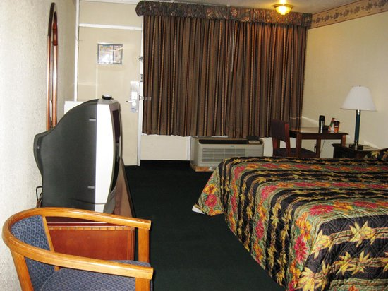 Jackson, Tennessee: Casey Jones Motel Bedroom View 3 - Oct 09