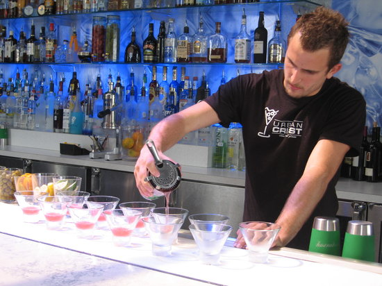 Urban Crust : The bar has a frosty strip that keeps drinks really cold.