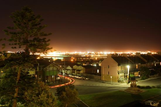 Newcastle Beach Hotel : Night Harbour View