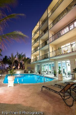 Sea Lord Hotel & Suites : Pool deck