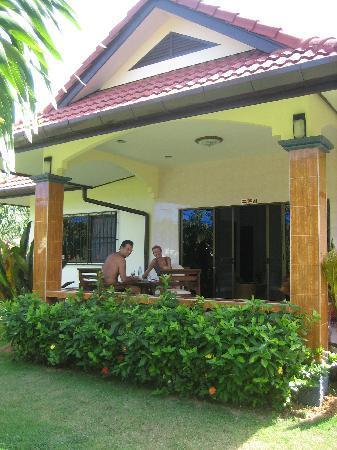 Naya Bungalow : terrazza casa