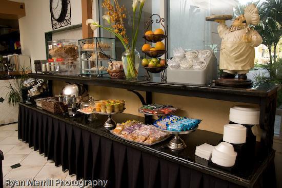 Sea Lord Hotel & Suites : Breakfast