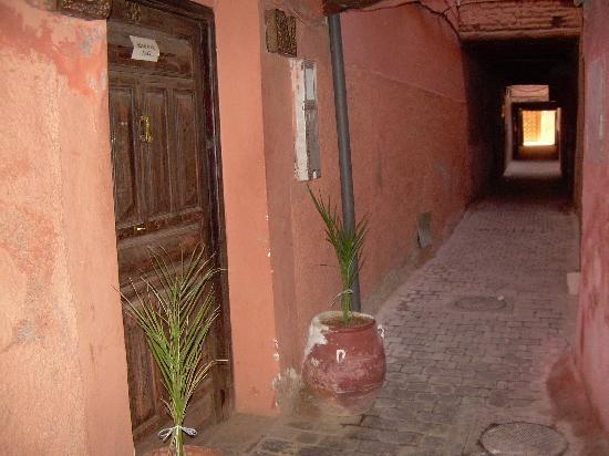 Riad Dar Nael: Il vicolo dell'entrata