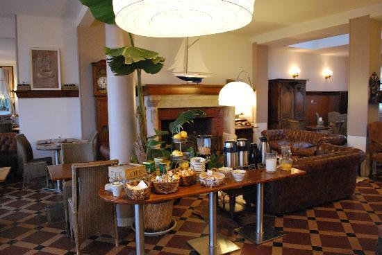 Saint-Valery-en-Caux, France : buffet petit dejeuner
