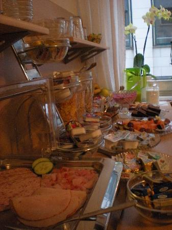 Pension Lindner: Breakfast Counter
