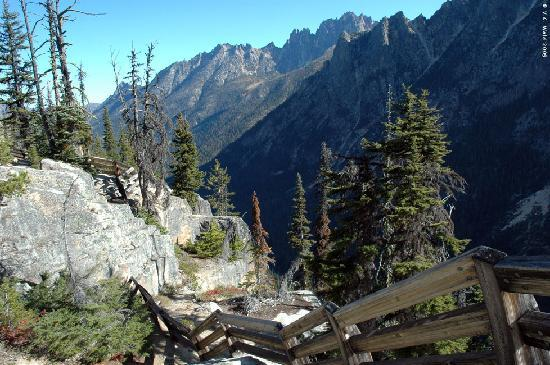 Ovenell's Heritage Inn: Views at Washington Pass, east of North Cascades Nat'l Park