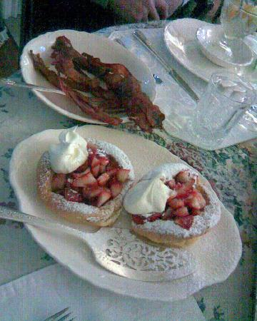 College House B&B: This is what I imagine as a king's breakfast
