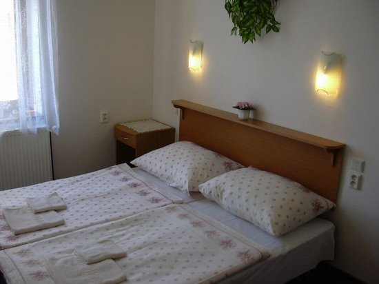 HOLIDAY HOME - Hotel, Pension: double room