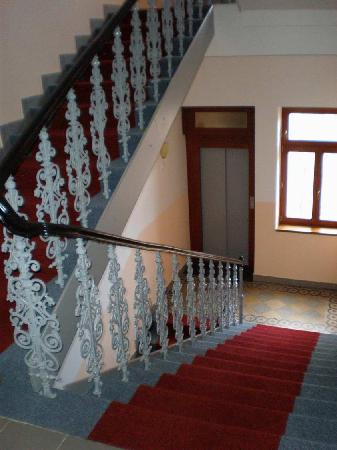 HOLIDAY HOME - Hotel, Pension: stairway