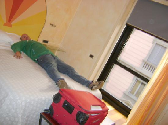 Hotel Sanpi Milano: ¡¡mmmm que cómoda!! dice oscar