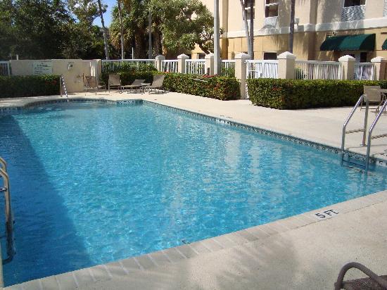 Hampton Inn Fort Lauderdale Airport North Cruise Port: nice clean pool