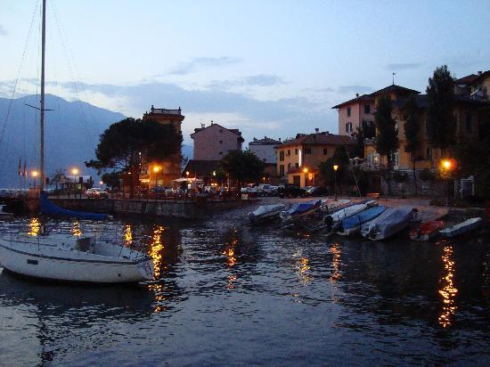 Hotel Villa Cipressi: Varenna harbour