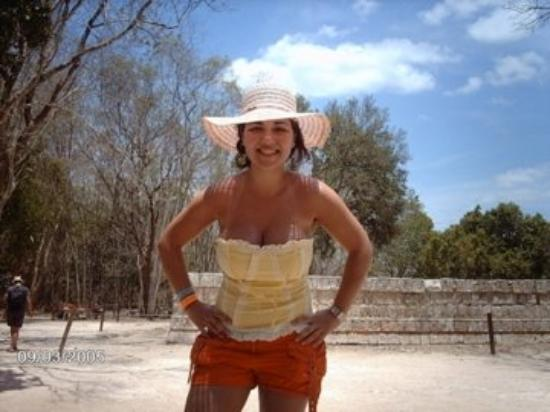 Mayapan Mayan Ruins : with a sun burn visiting the mayan pyramids