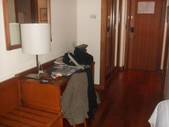 NH Lisboa Campo Grande: Entrada habitación