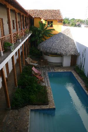 Hotel con Corazon: Hotel pool.