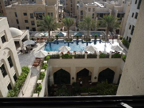 Manzil Downtown Dubai: The gorgeous pool area