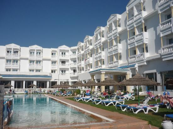 Hotel Bel Air : Façade hôtel sur la piscine