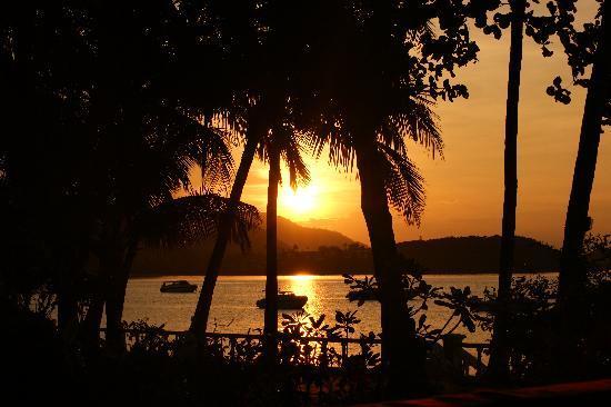 Samui Mermaid Resort: Sonnenuntergang von unserer Terasse