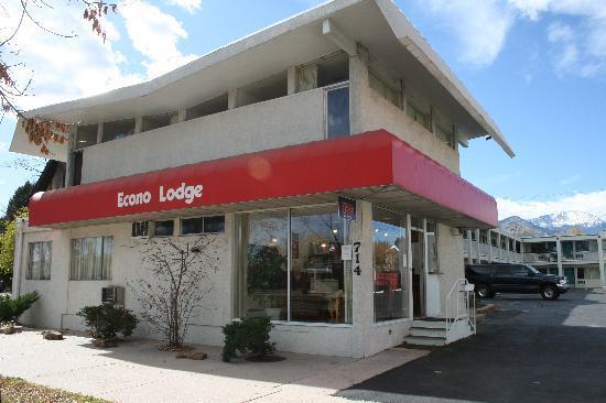 إيكونو لودج داونتاون: Hotel from outside