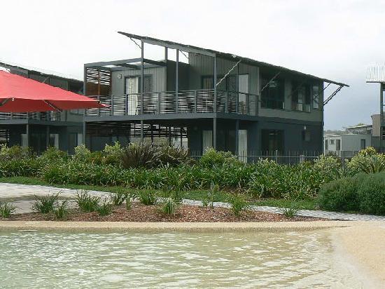 Ramada Resort Diamond Beach: Beach House by the Pool