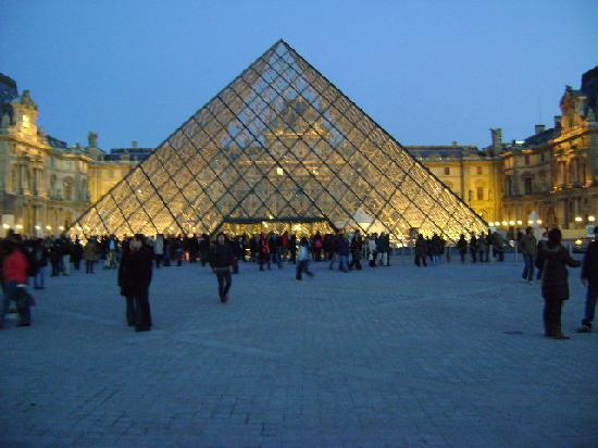 Pir 225 Mide De Cristal En Museo Del Louvre Par 237 S Picture