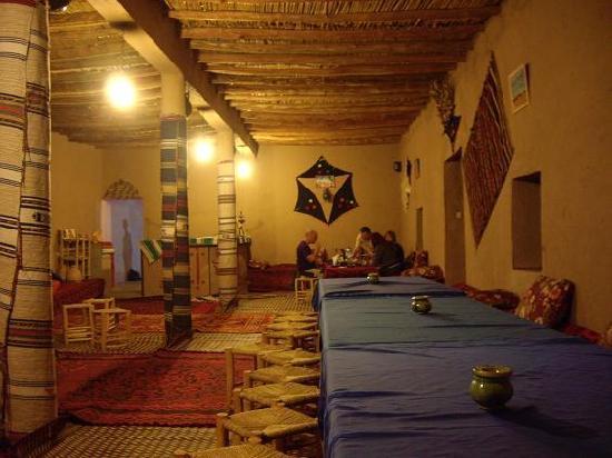 Riad Kasbah Ouzina: LIVING ROOM