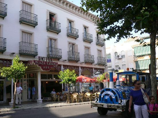 Hotel Plaza Cavana: VISTA DESDE EL EXTERIOR