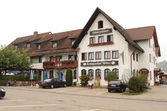 Gottmadingen, เยอรมนี: El hotel desde el exterior