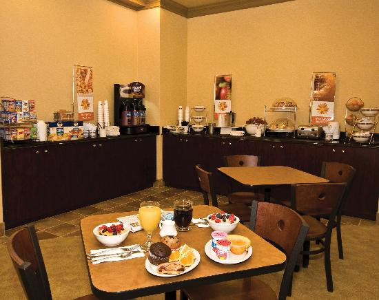 Sleep Inn & Suites: Start your day with a complimentary breakfast