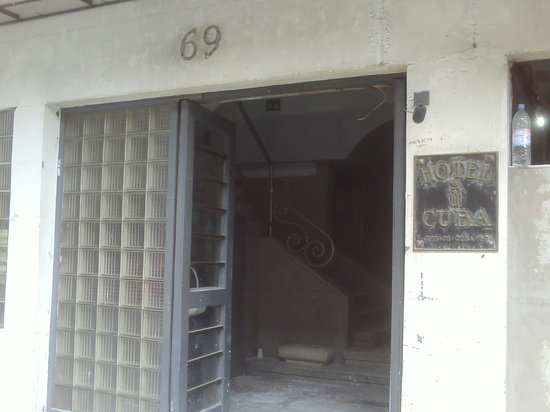 Hotel Cuba: Fachada en remodelación.