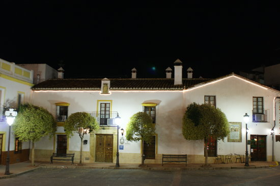 Hotel Montejaque: The Hotel at night