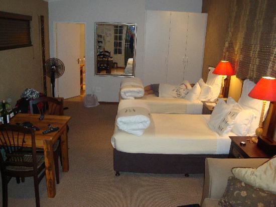 Liz at Lancaster Guesthouse: Ochre Studio - Bedroom