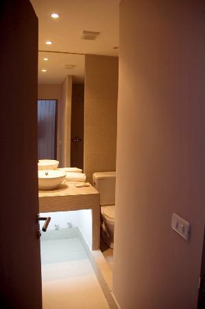 Ilaia Hotel: bathroom at ilaia